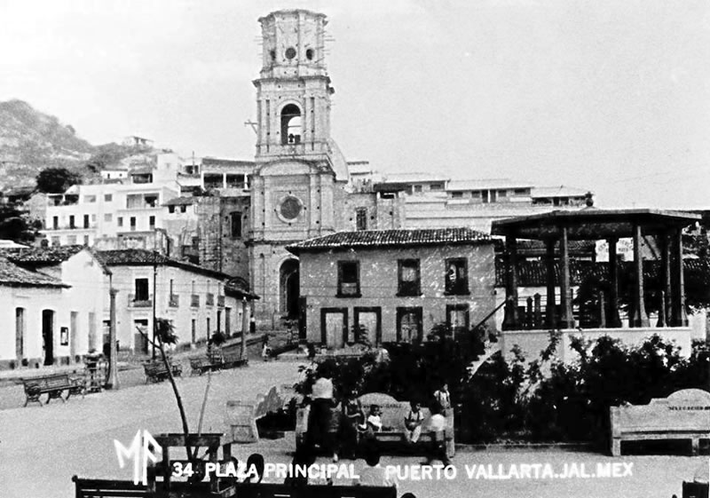(1957) Main Square and Guadalupe Parish in the background