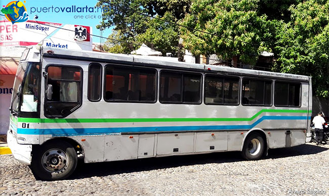 Old Bus to El Tuito that passes by Vallarta Botanical Gardens