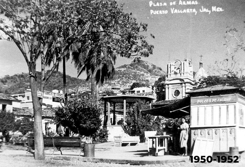 Construcción de la torre principal de la Parroquia 1950-1952