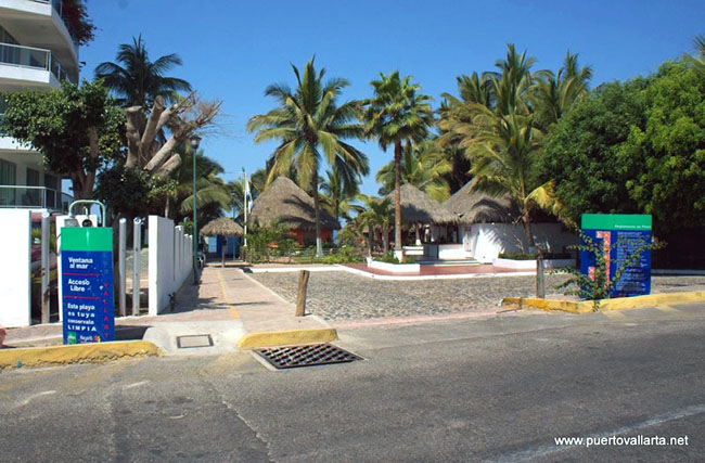 Nuevo Vallarta Beach access by ETC Beach Bar and Restaurant