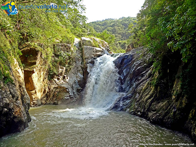 Quimixto Waterfall