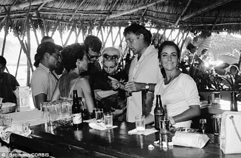 Richard Burton & Elizabeth Taylor during the filming of the Iguana