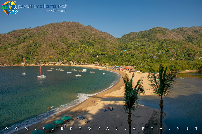 Vista panorámica de la playa principal de Yelapa