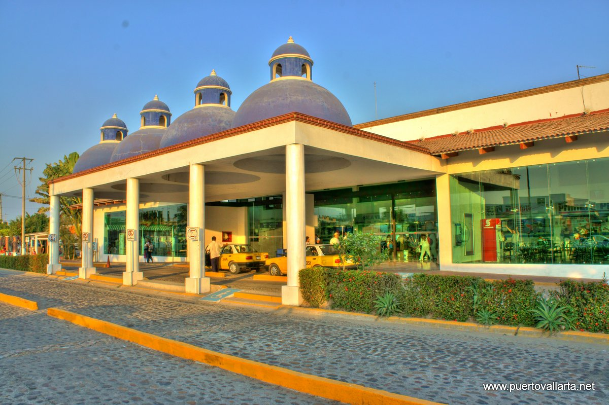 Puerto Vallarta bus station (outside)