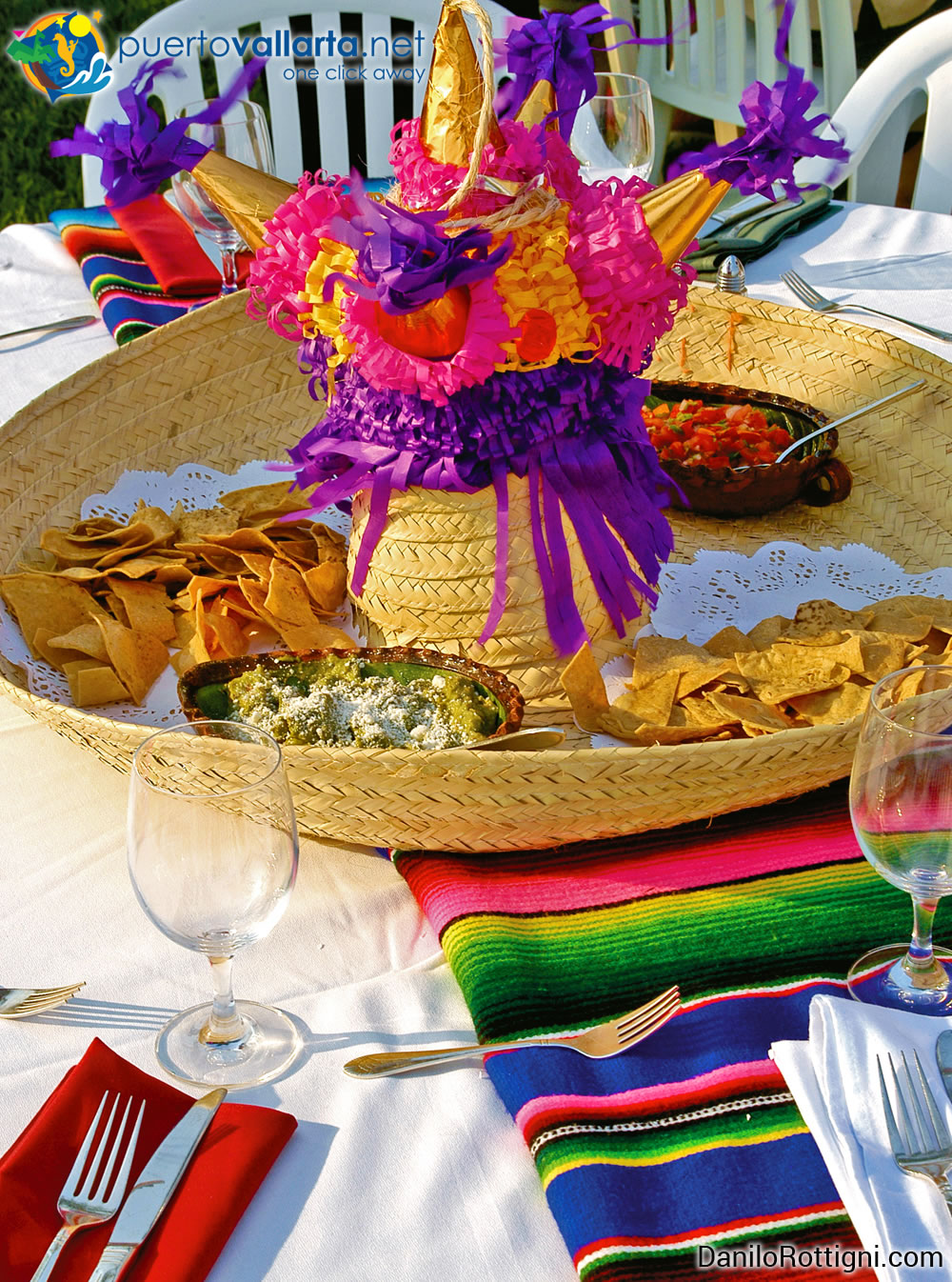 Guacamole and tostitos (totopos) for your Mexican party