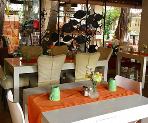 Cocos Kitchen And Wine Garden